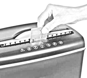 reciclar tarjetass maquina destructora 300x269 - Desechar tu tarjeta de crédito de forma correcta